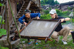 Wu Meitz teaching how to use papermaking mould by Marie Anna Lee